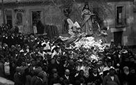 Vista de la procesión de Santa Eulalia cruzando el puente de Santa Rita en Totana