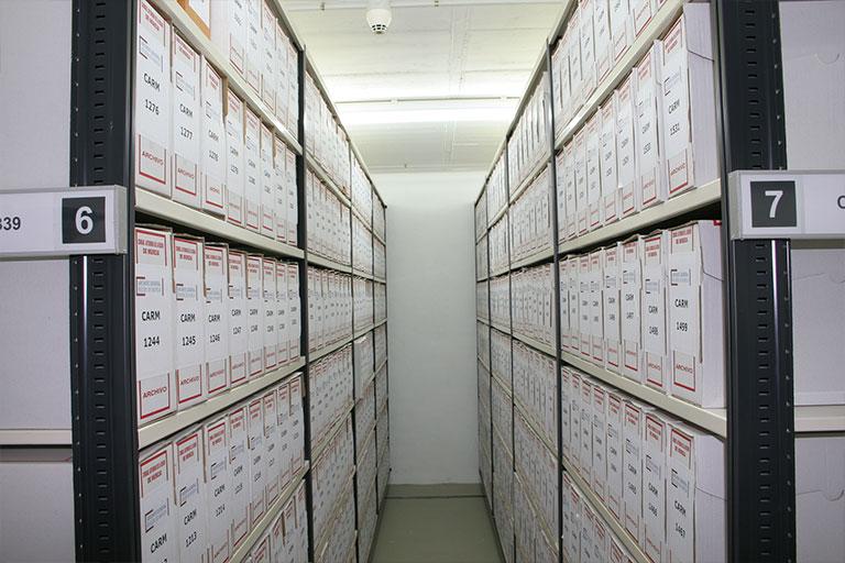 Estanterías del archivo